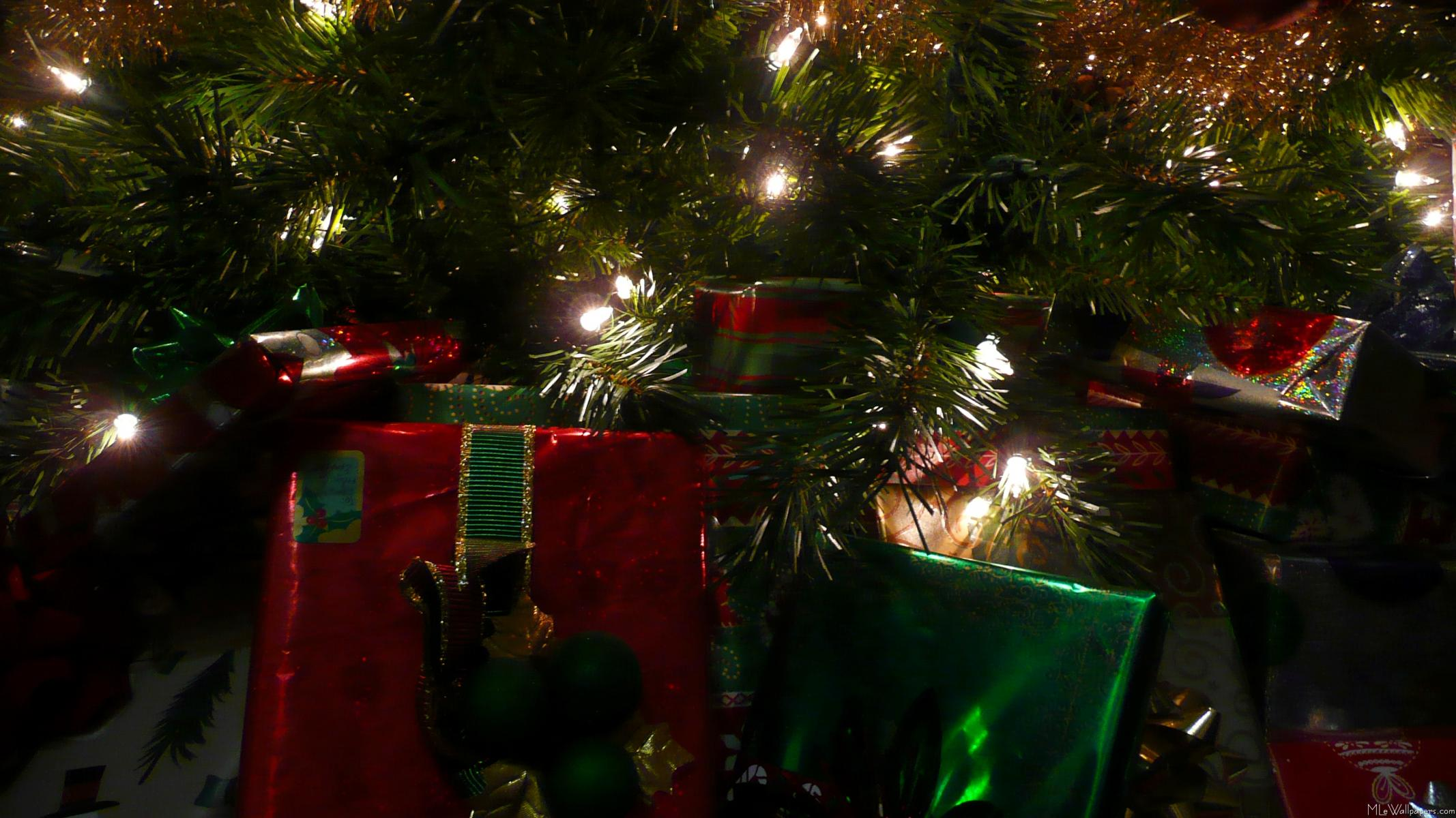 christmas tree with presents - photo #30