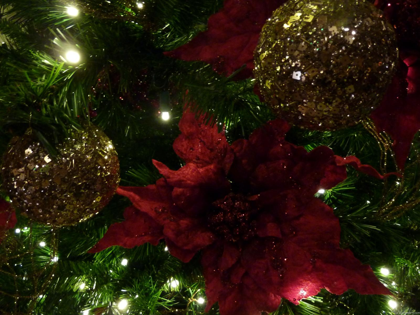 Amazing Maroon Christmas Ornaments Part - 8: Maroon And Gold Christmas Tree